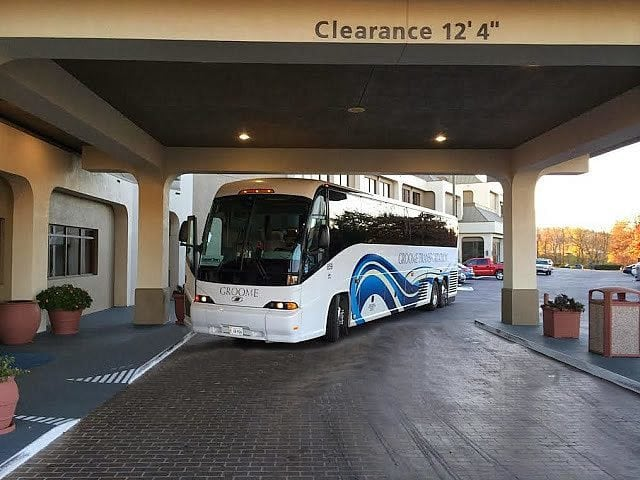 A motor coach in front of our hotel in Pigeon Forge.