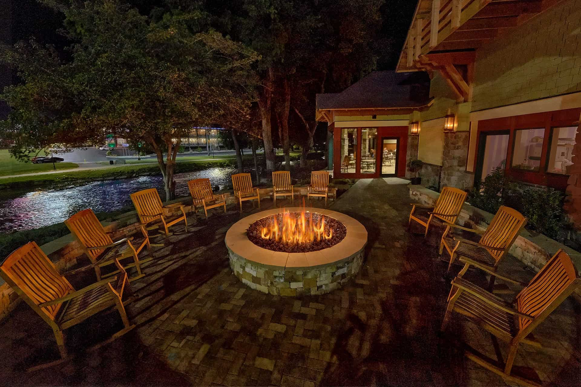 Outdoor fire pit and entertainment
