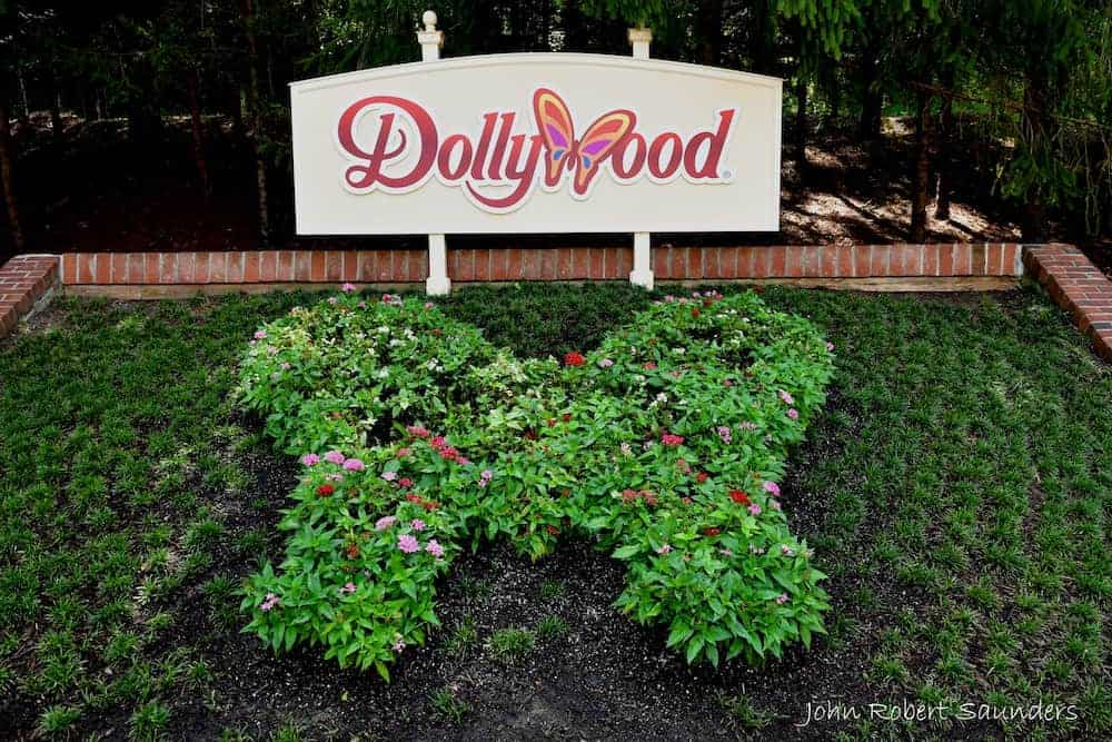 dollywood sign summer